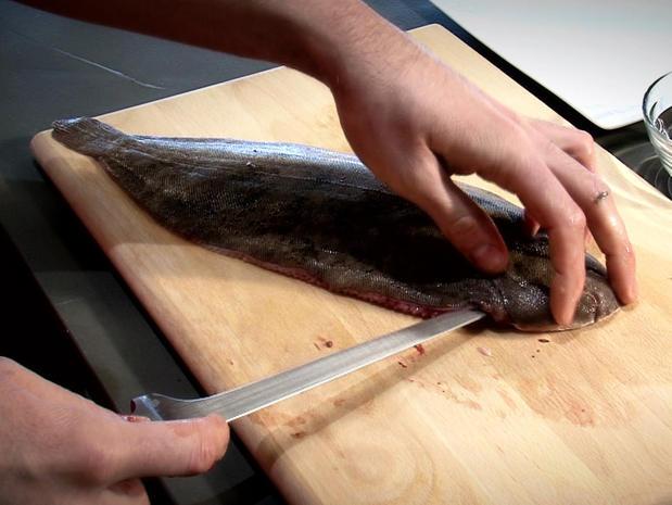 Habiller un poisson plat