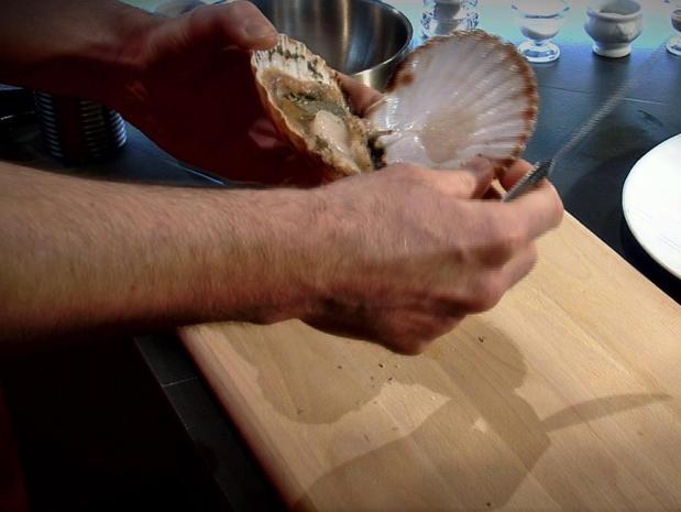 Préparer des noix de Saint-Jacques