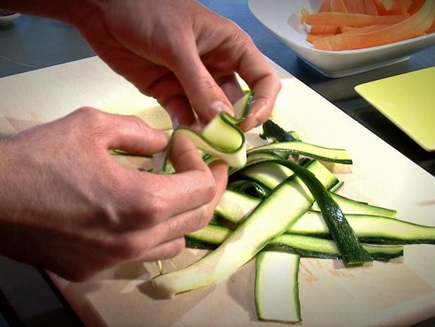 Tailler des tagliatelles de légumes