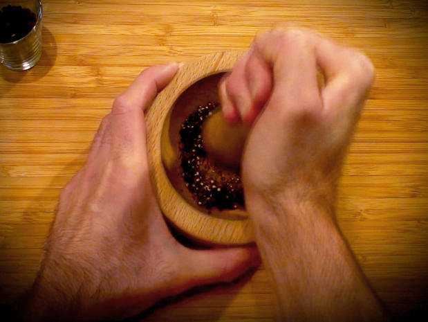 Concasser les épices (poivre mignonnette)