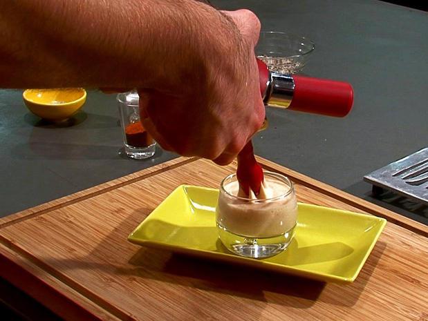 Réaliser une écume chaude au siphon