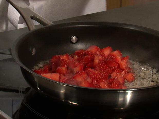 Cuire des fraises au miel