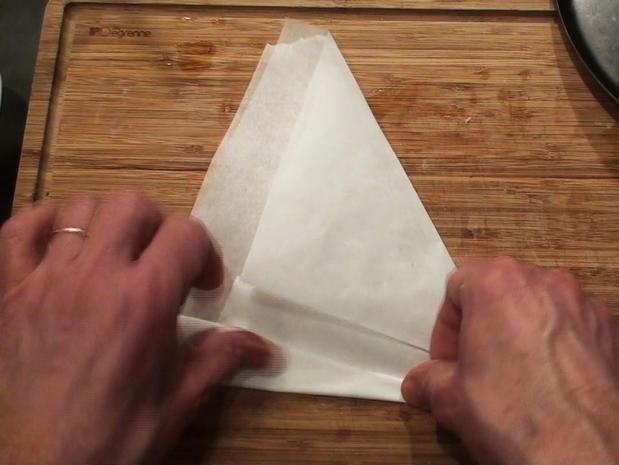 Découper un cercle de papier sulfurisé