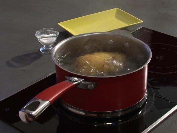 Cuire une pomme de terre à l'eau