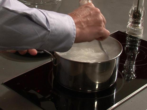 Cuire des vermicelles de riz à l'eau