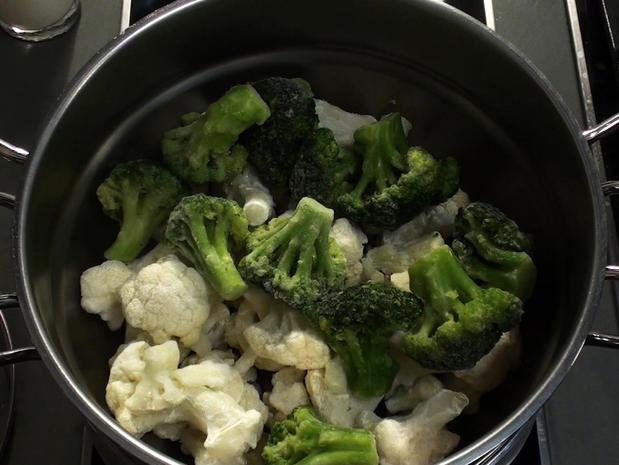 Cuire du brocoli et du chou fleur à la vapeur