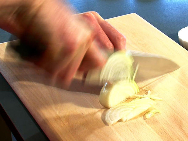 Emincer un oignon ou une échalote
