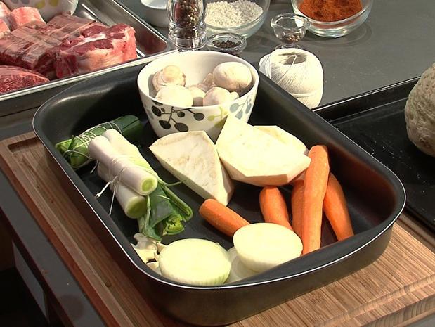 Préparer les légumes pour un pot au feu