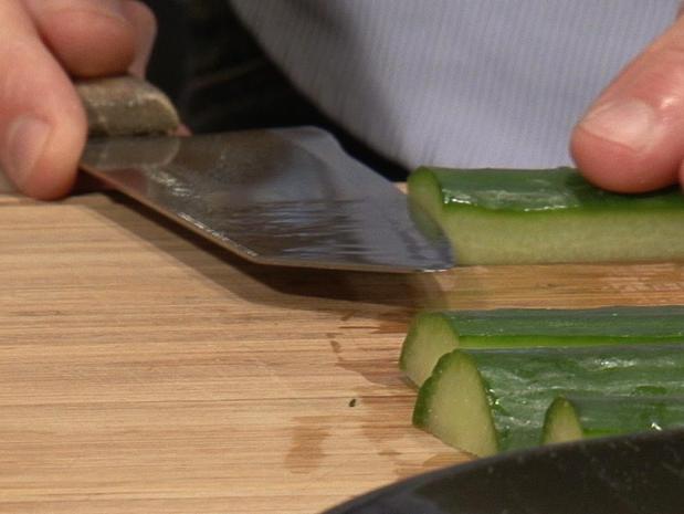 Tailler un concombre